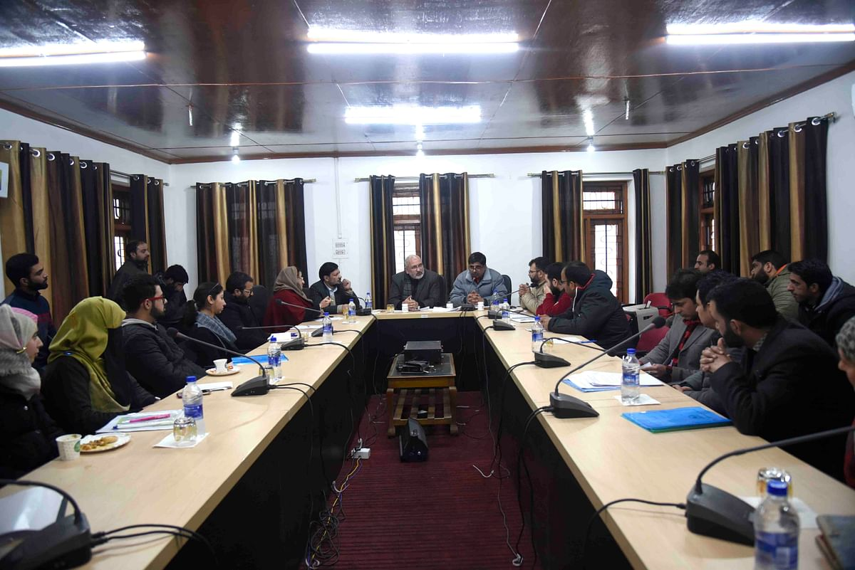 CUK's DIC holds review meeting