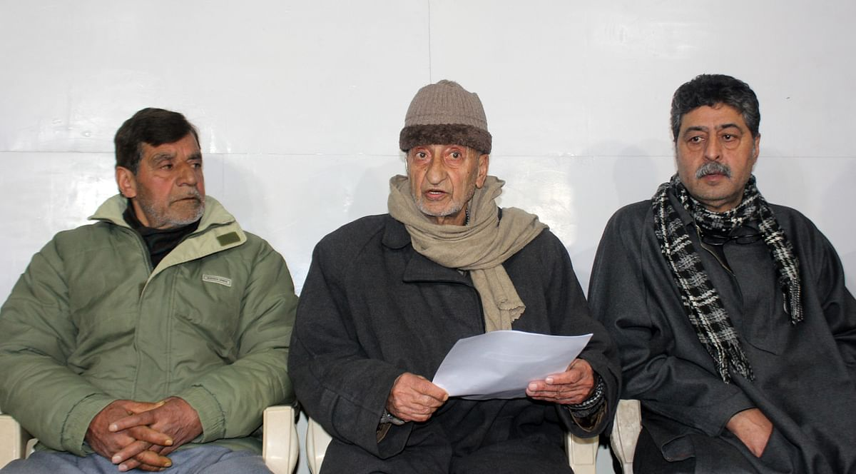 Hurriyat (M) a democratic forum, doesn't believe in violence: Bhat