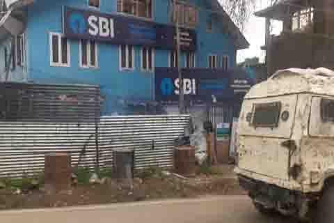 CRPF soldier injured in Pulwama grenade attack