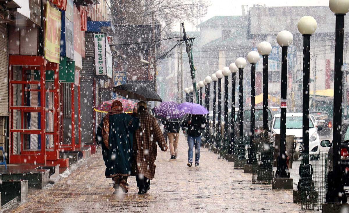 Kashmir experiences fresh snowfall, rains