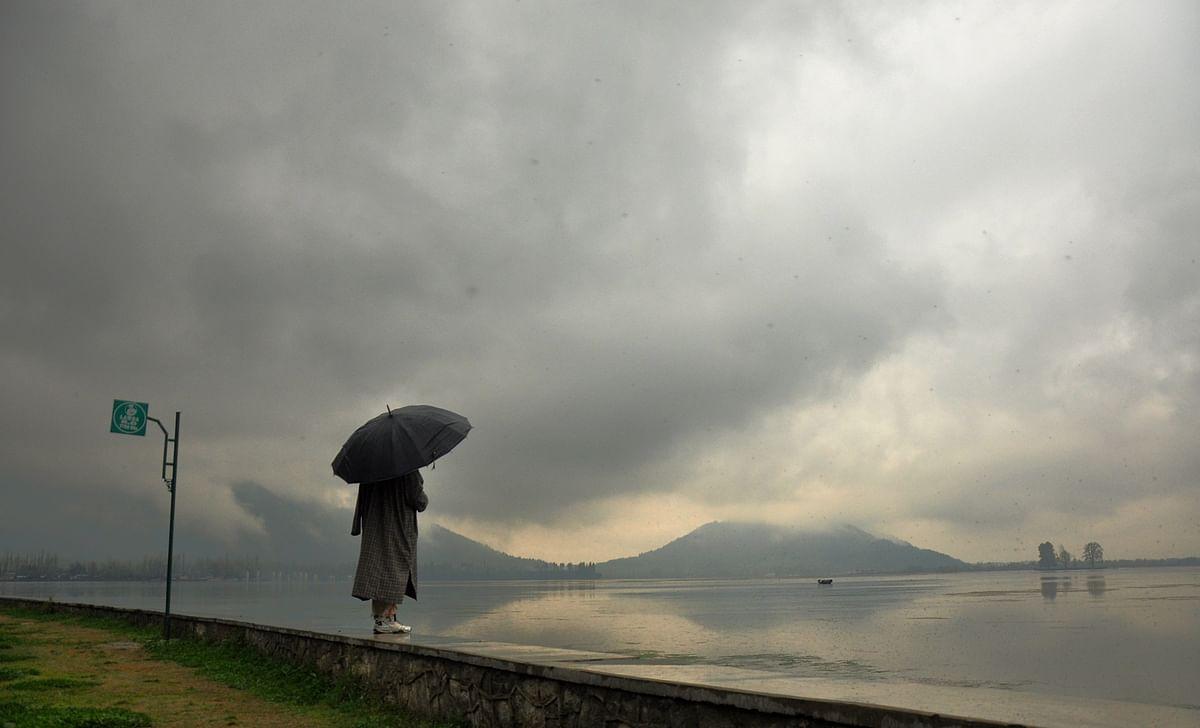 Mercury rises as Kashmir receives light rainfall