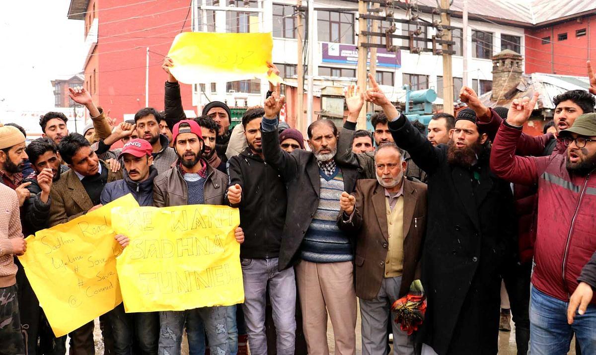 Karnah residents stage protest at Press Enclave