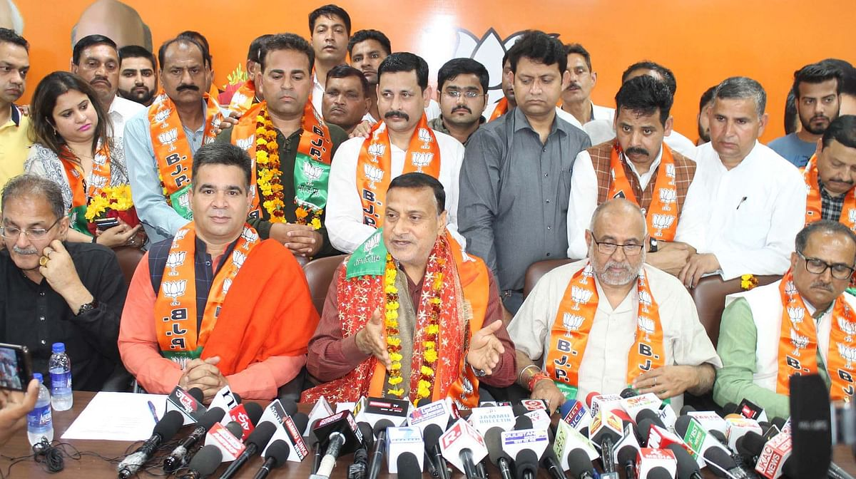 Big jolt to Cong in Jammu as former minister Sham Lal Sharma joins BJP