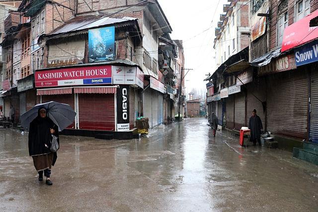 Fresh snowfall, rains in Kashmir