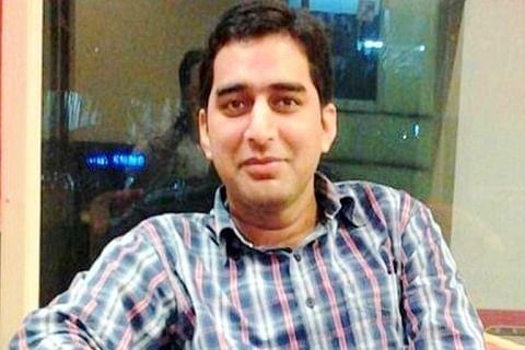 DC Srinagar reviews LPG, fuel supply in city