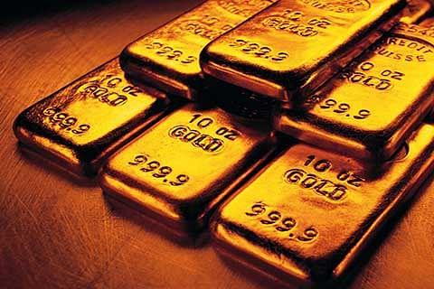 Gold falls marginally; silver declines Rs 909