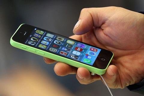 Govt should provide free smartphones to all school children: NGO