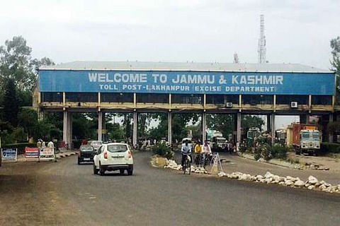 2,000 persons at Lakhanpur seek entry into Jammu & Kashmir