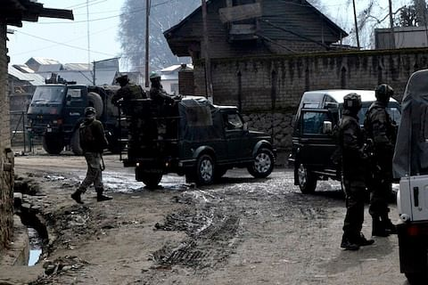 Militant killed in gunfight in south Kashmir's Shopian