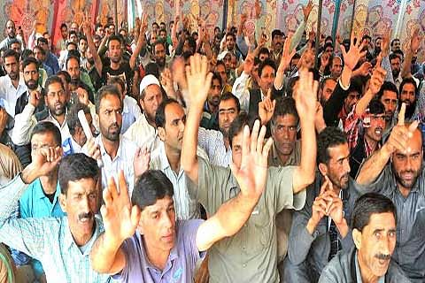 Casual labourers threaten to lock down offices