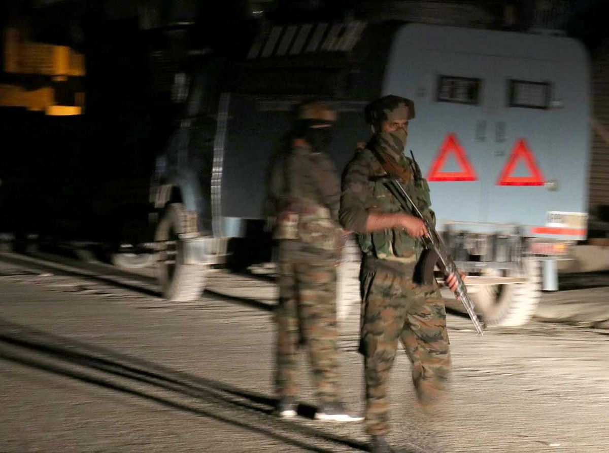 Cop suffers minor injury in Anantnag militant attack