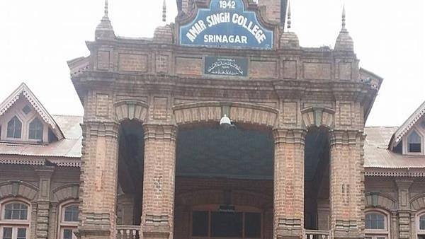 Srinagar colleges allowed to resume offline classes from today