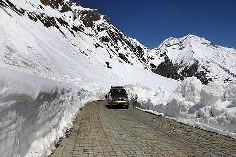 Srinagar-Leh highway opened for 1-way traffic
