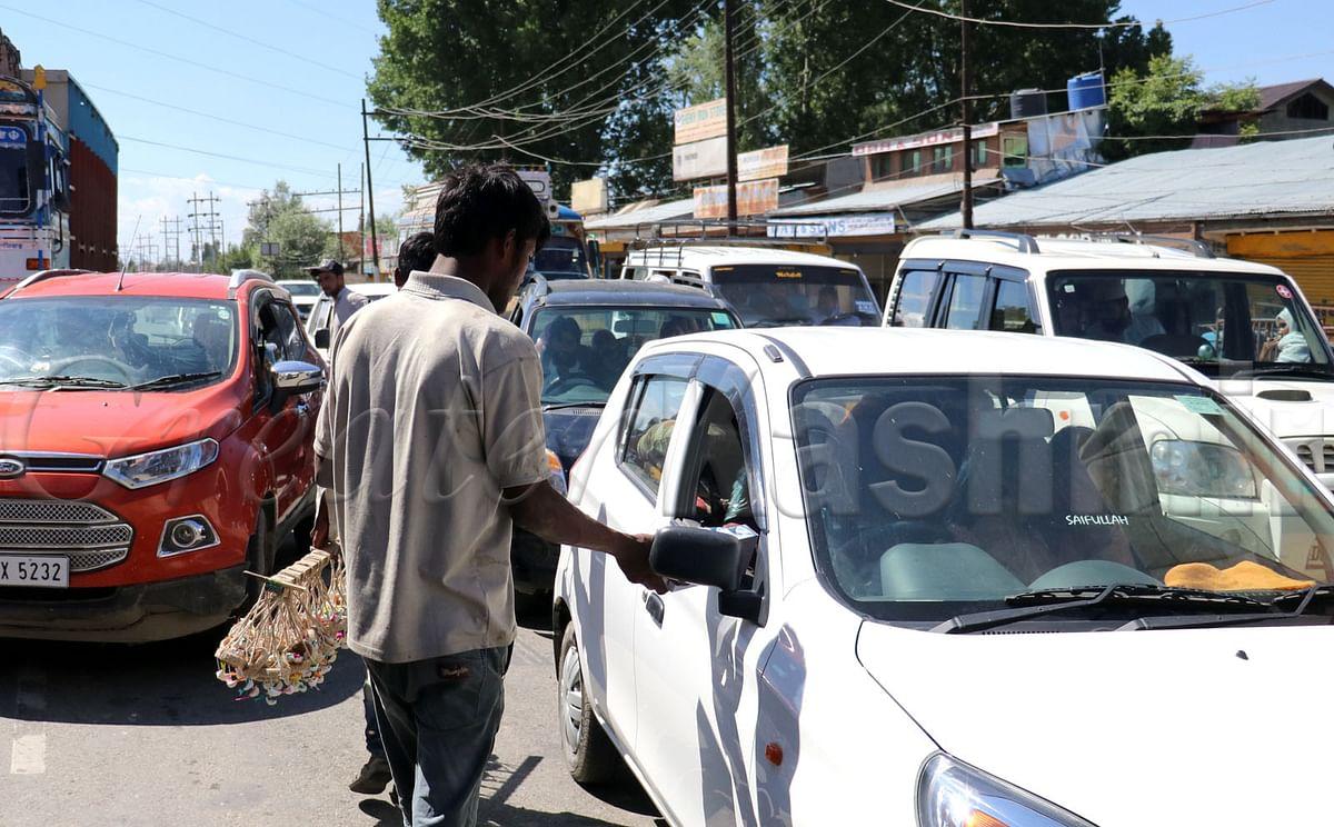 Non-local beggars swarm public places, tourist sites in South Kashmir