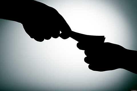 ACB arrests Patwari while taking Rs 15K bribe in central Kashmir's Ganderbal