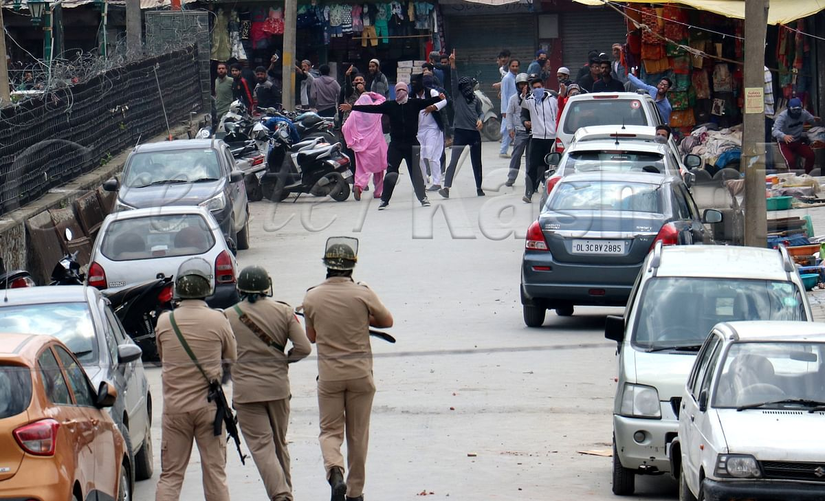 Six youth injured in clashes with security forces in Downtown Srinagar