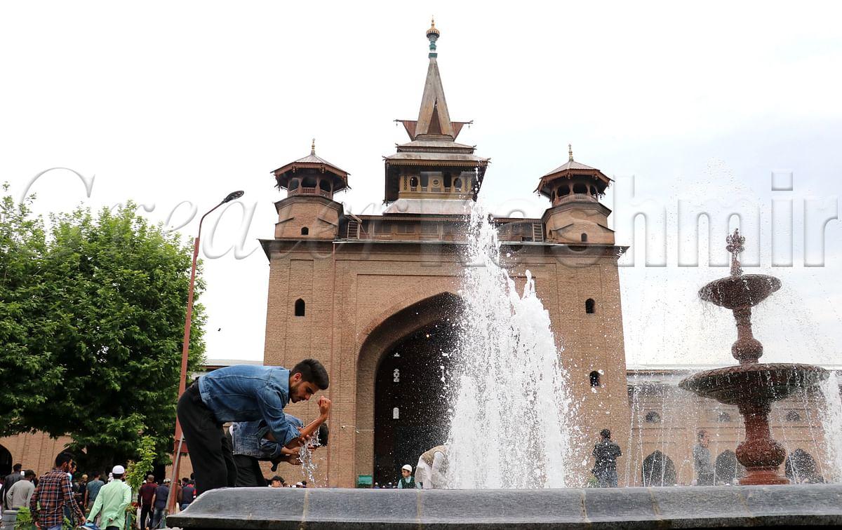 Anjuman Auqaf Jamia Masjid greets people on Eid