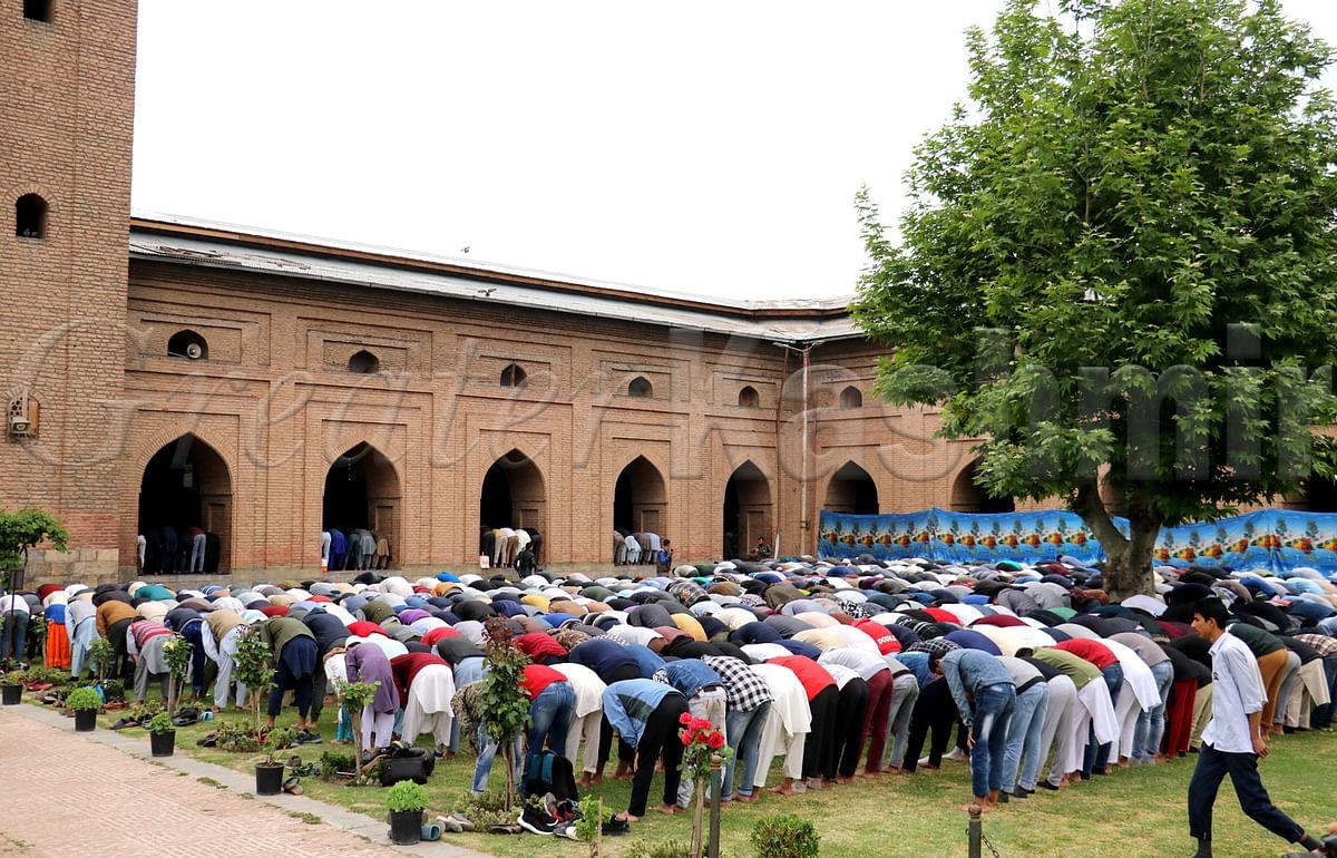Allow Friday prayers at Hazratbal, Jamia Masjid: National Conference