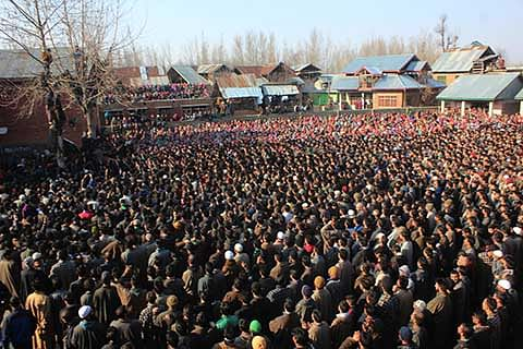 Thousand throng Pattan youth's funeral at Chenbal