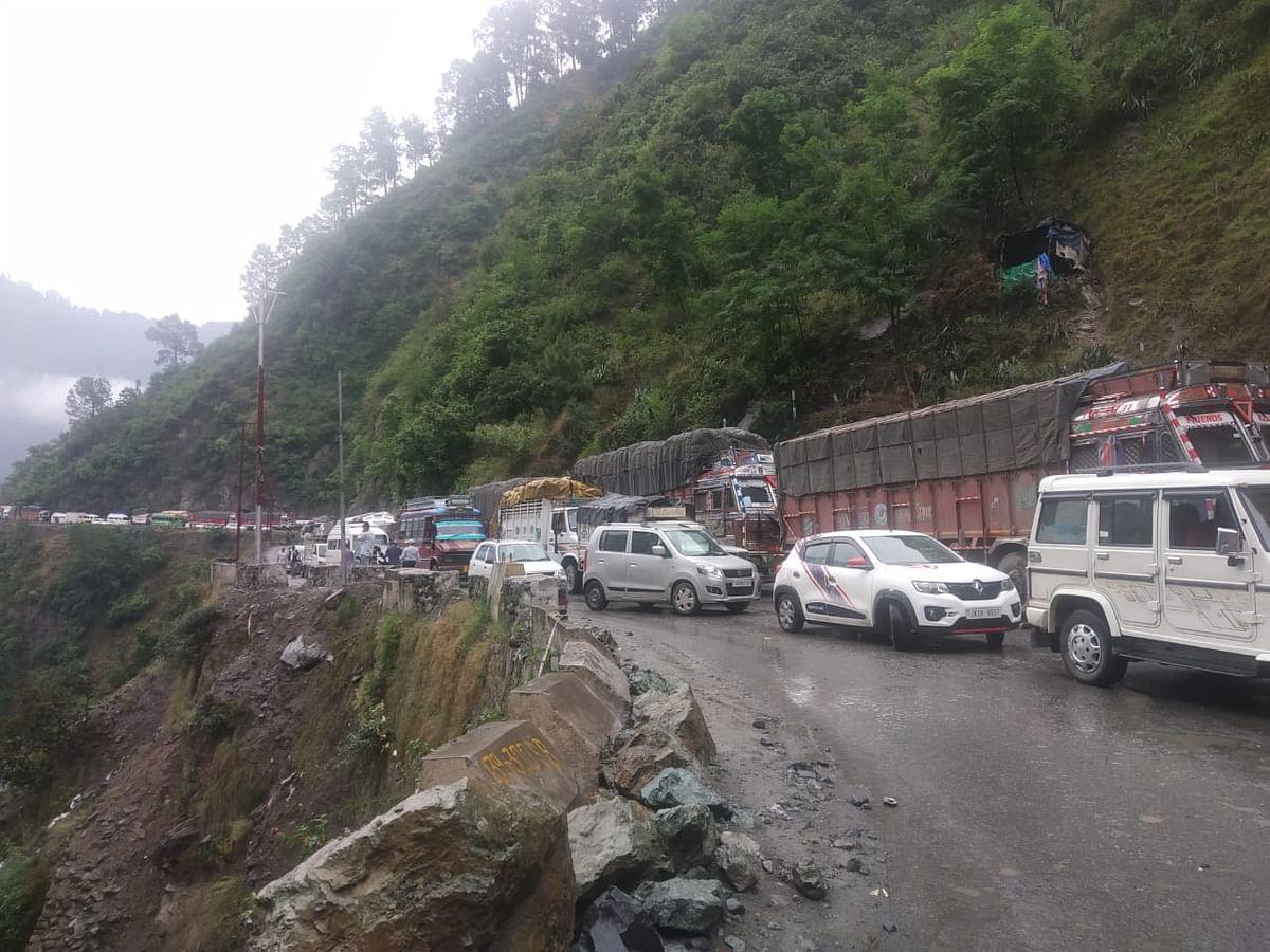 Traffic restored on Jammu-Srinagar highway after 13 hours