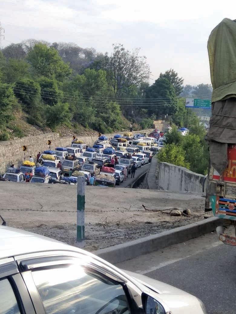 Stranded vehicles head towards Kashmir