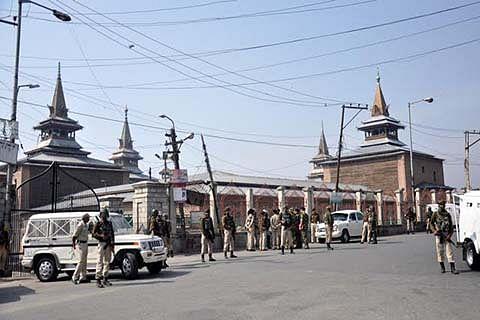 Don't deploy security forces around Jamia Masjid on Fridays: Anjuman-e-Auqaf to authorities