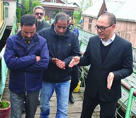 Secy tourism, VC LAWDA visit Dal Lake