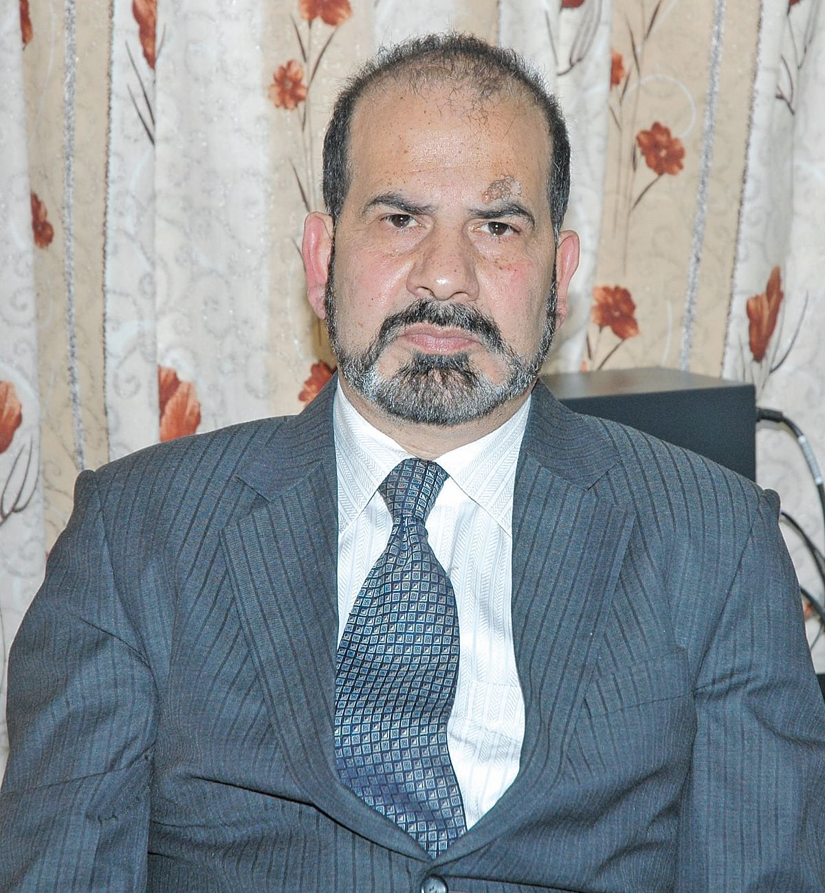 Introduce compulsory e-voting in Kashmir: Renzushah to ECI