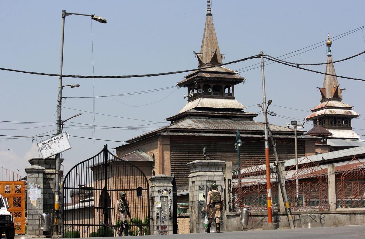 Kashmir remembers Mirwaiz Farooq, A G Lone on their anniversaries