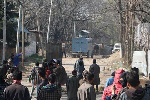 Clashes erupt near gunfight site in south Kashmir's Shopian