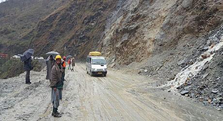Kashmir bound stranded vehicles between Nashri and Ramban allowed on Jammu-Srinagar highway