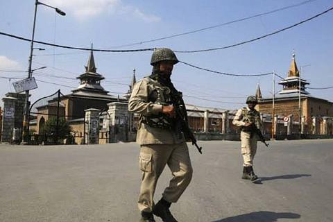 Twin plagues afflict Kashmir