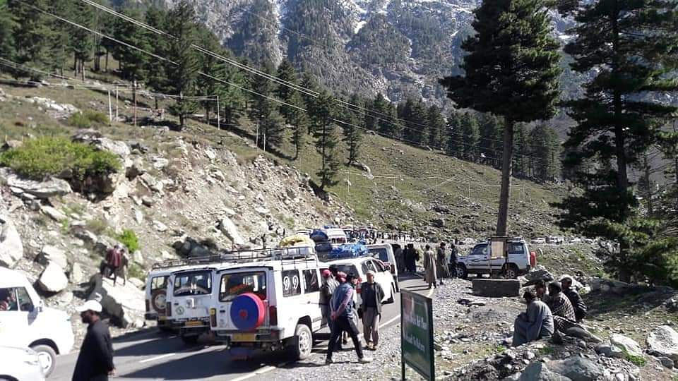 Protesters block Srinagar-Leh highway near Sonamarg
