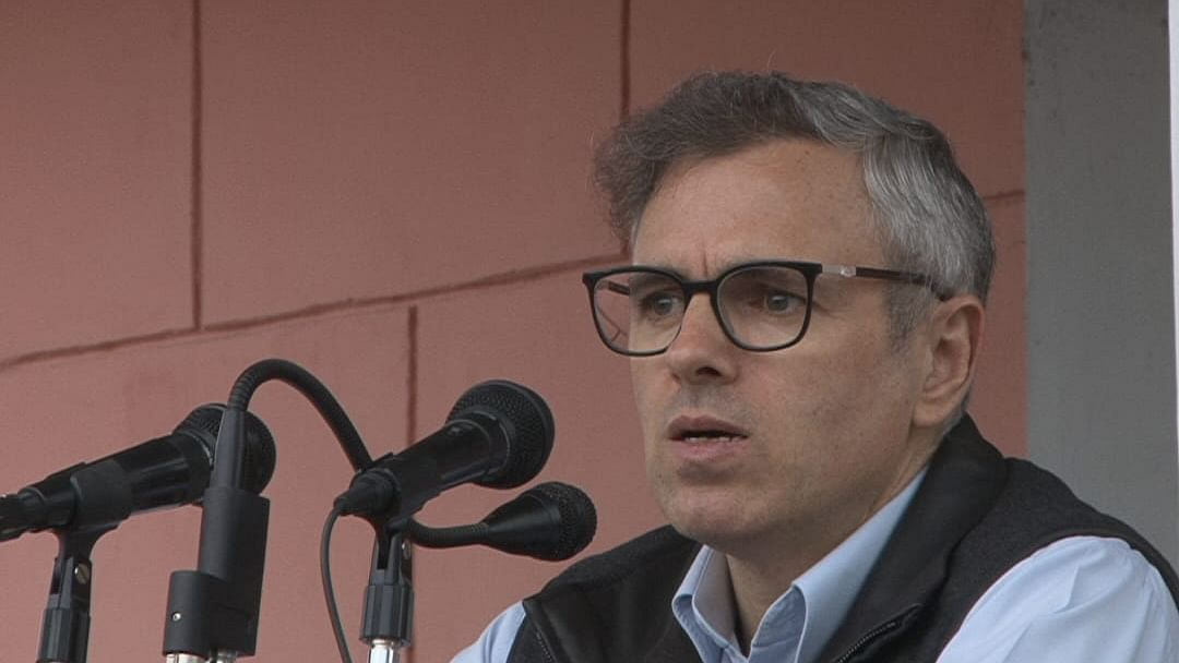 Targeting of mainstream politicians by militant outfits very worrying: Omar Abdullah