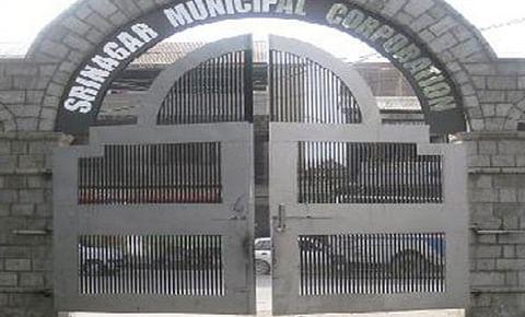 SMC seals 4 structures at Karan Nagar