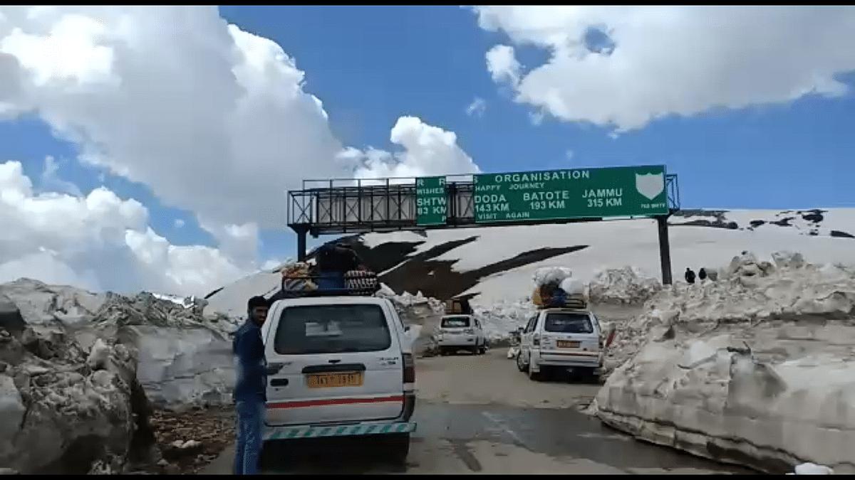 Kishtwar-Sinthan road re-opens for light-motor vehicles after six months