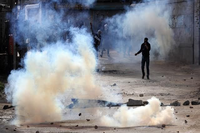 Three injured in clashes with security forces in south Kashmir's Shopian