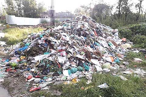 Pulwama stinks without a site for dumping garbage littered around the town