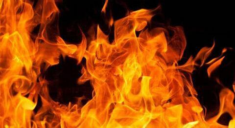 Three residential houses gutted in Kulgam blaze