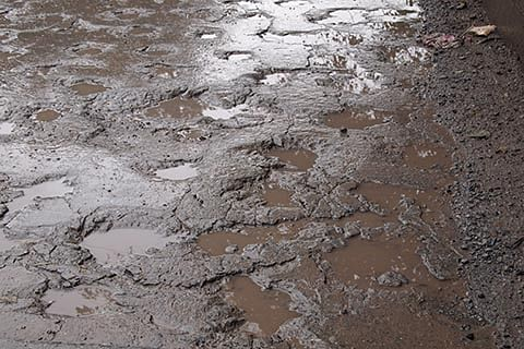 Dilapidated roads in Tral give tough time to thousands of people