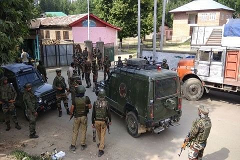 Anantnag: Teen falls off motorcycle after security forces open fire in air, held