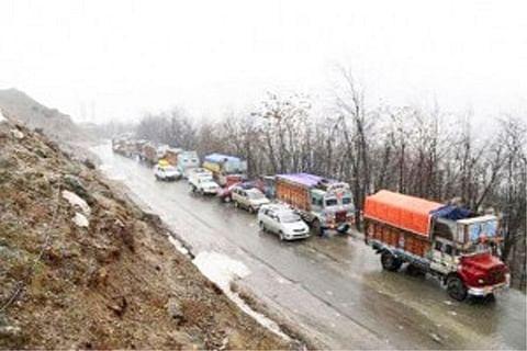 Massive traffic jam on Srinagar-Leh highway near Zojila pass