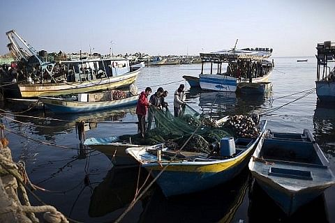 Israel closes Gaza's waters to Palestinian fishermen