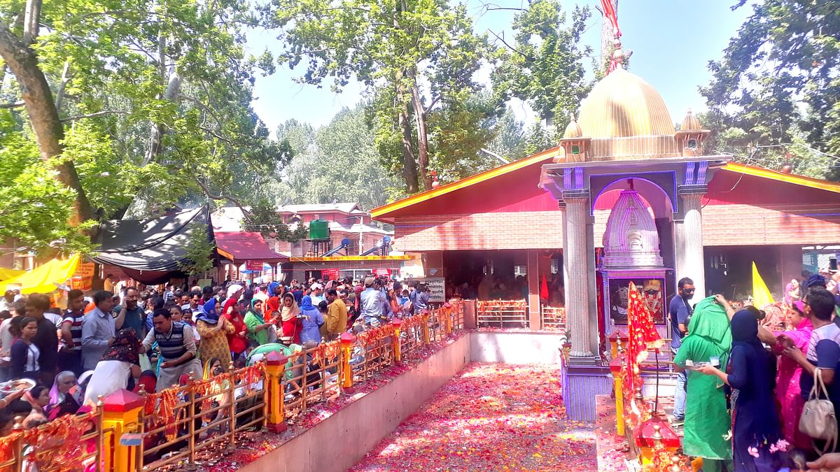 Thousands of Kashmiri Pandits throng Kheer Bhawani
