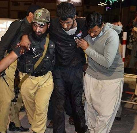 4 killed in attack on police centre in Pakistan