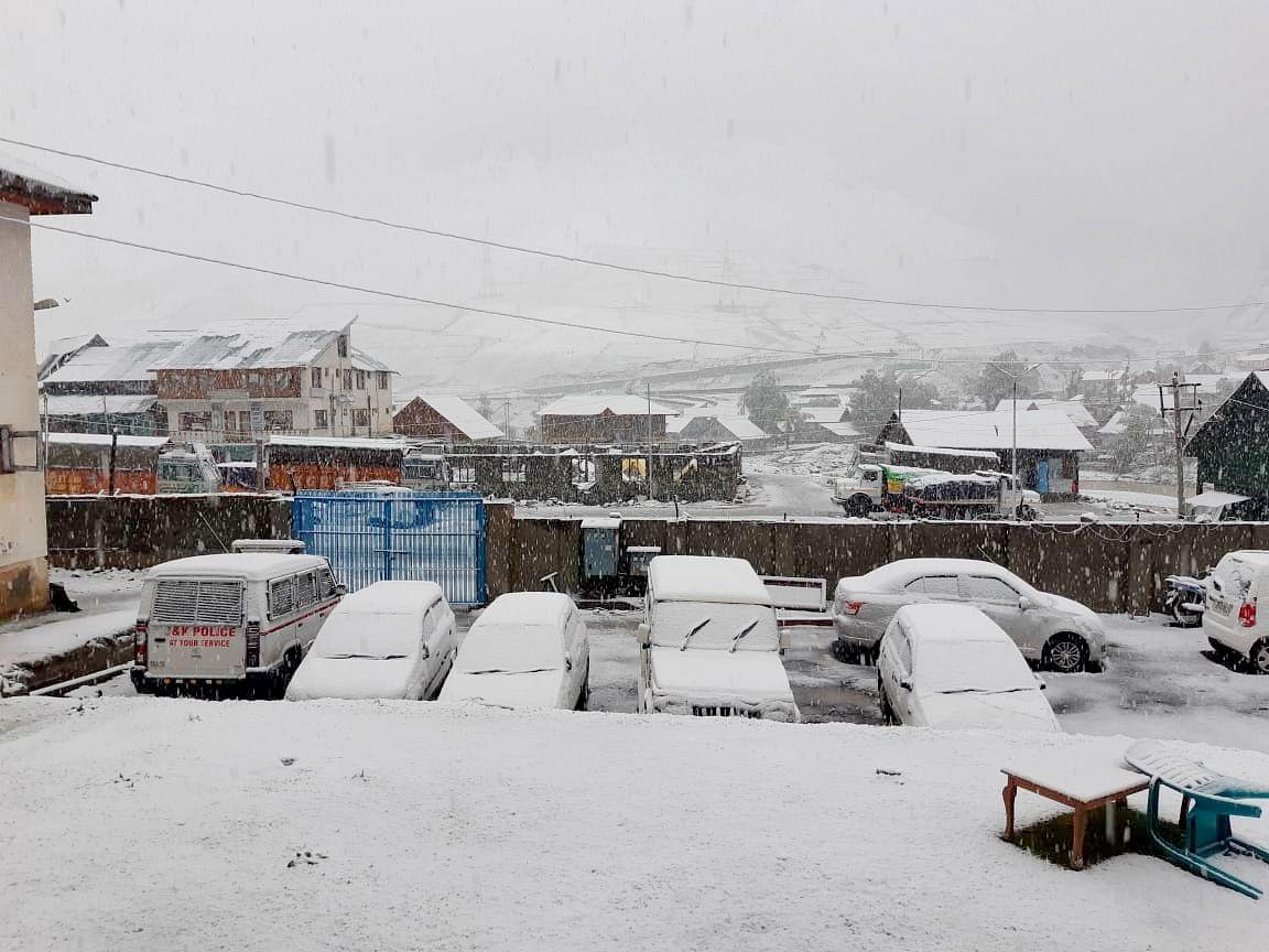 Kashmir receives another spell of snowfall