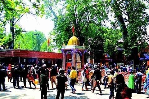 Kashmir Pandits throng three ancient temples in Kulgam