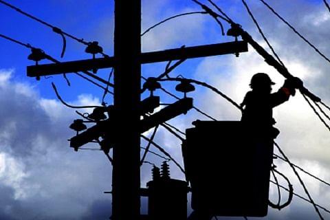 Cop, labourer electrocuted in north Kashmir