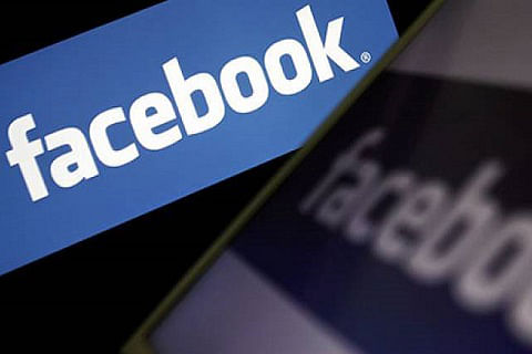 Traders ask govt to ban WhatsApp and Facebook