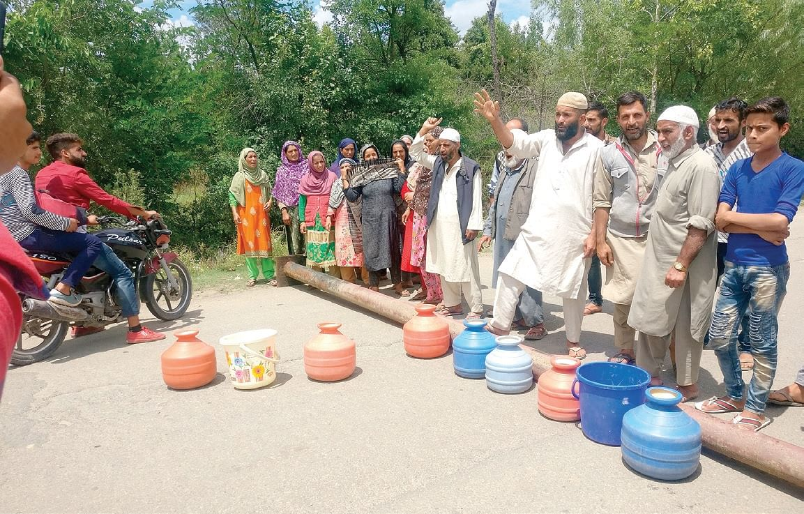 Protests against water scarcity in Kupwara, residents block road